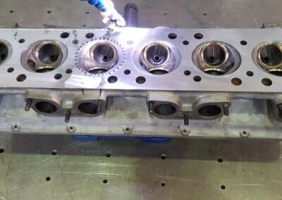 Réparation d'une culasse de Ferrari 250 GTE